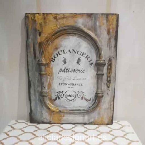 Puerta cuadro decorada con stencil y dorado con espátula - Taller decoración de muebles antiguos Alicia Designart Madrid.