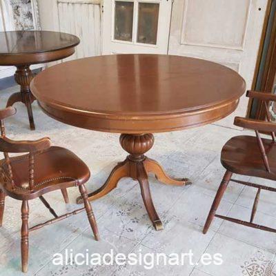 Mesa redonda extensible vintage de madera maciza decorada por encargo - Taller decoración de muebles antiguos Alicia Designart Madrid.