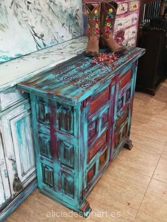 Aparador antiguo decorado estilo Gipsy Boho Chic, precioso mueble de colores - Taller de decoración de muebles antiguos Alicia Designart Madrid