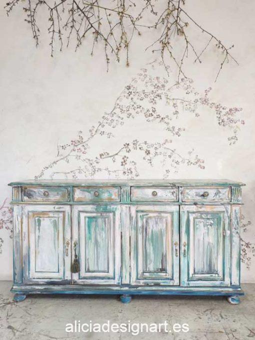 Aparador antiguo decorado y cuadro con rama de almendro, estilo artístico, precioso mueble de colores - Taller decoración de muebles antiguos Alicia Designart Madrid.