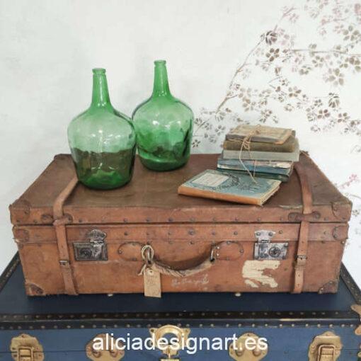 Maleta antigua de cuero rígido, decorada en el interior - Taller decoración de muebles antiguos Madrid estilo Shabby Chic, Provenzal, Romántico, Nórdico