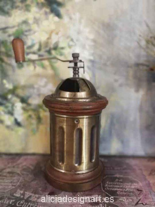 Molinillo cilíndrico antiguo de metal y madera para decorar tus espacios - Taller decoración de muebles antiguos Madrid estilo Shabby Chic, Provenzal, Romántico, Nórdico