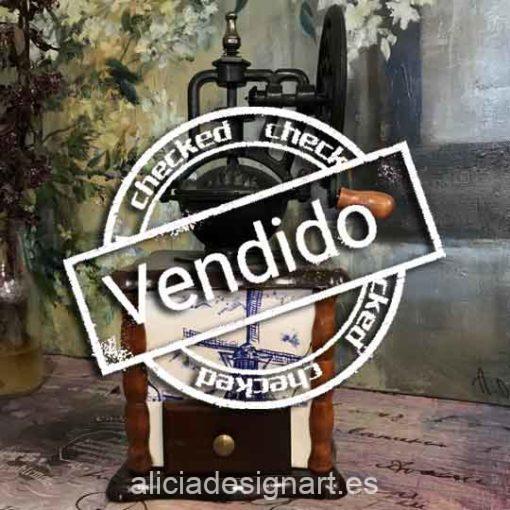 Molinillo antiguo de madera y cerámica para decorar tus espacios - Taller decoración de muebles antiguos Madrid estilo Shabby Chic, Provenzal, Romántico, Nórdico