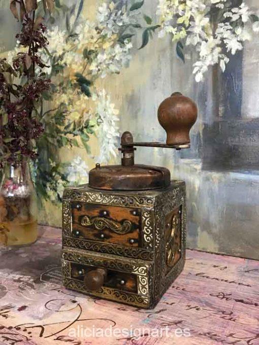 Molinillo de café rústico de metal y madera con apliques para decorar tus espacios - Taller decoración de muebles antiguos Madrid estilo Shabby Chic, Provenzal, Romántico, Nórdico
