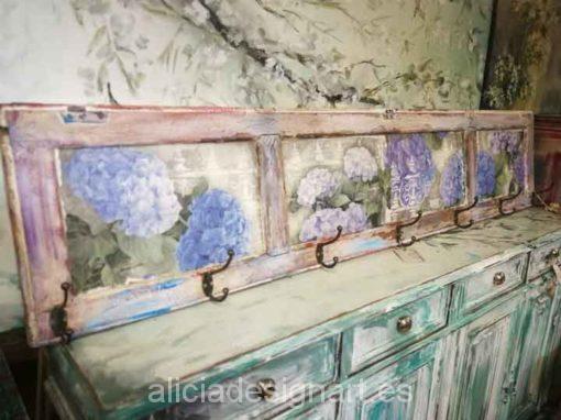 Perchero con 7 colgadores y decorado con grandes hortensias - Decoración de muebles antiguos estilo Shabby Chic, Provenzal, Romántico, Nórdico