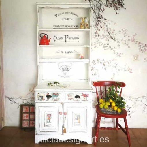 Alacena antigua estilo Campestre Farmhouse blanco - Taller de decoración de muebles antiguos Alicia Designart Madrid.
