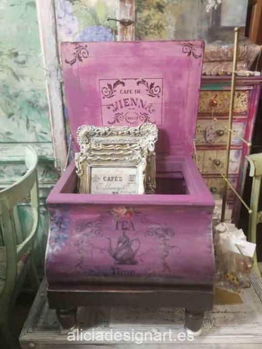 Caja baúl de caoba decorada estilo Boho Chic con glicinas pintadas a mano - Taller de decoración de muebles antiguos Alicia Designart Madrid. Muebles de colores, productos y cursos.