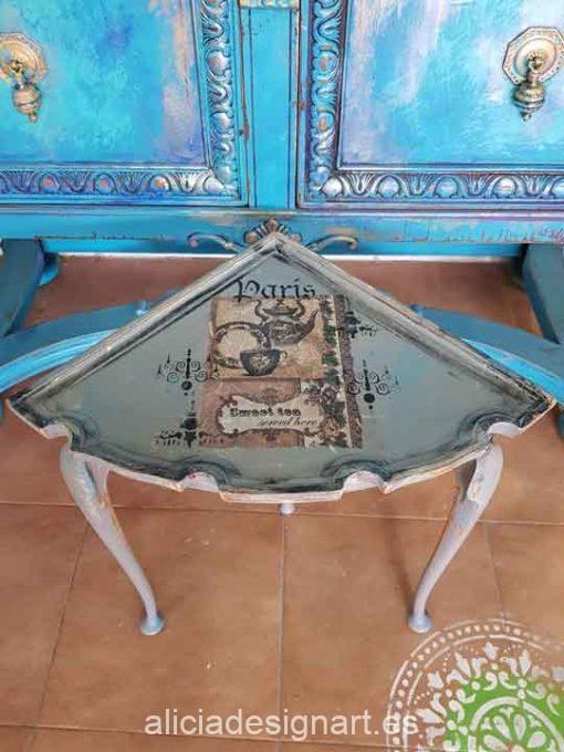 Conjunto original de mesa redonda y 4 mesitas auxiliar estilo Shabby Chic y Gustaviano - Taller de decoración de muebles antiguos Madrid. Muebles de colores, productos de decoración y cursos.