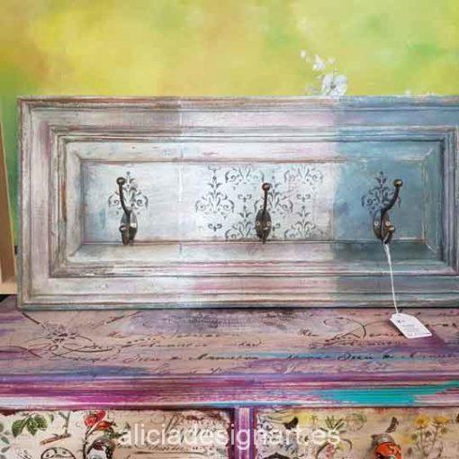 Perchero puerta reciclada decorado estilo Shabby chic en tres colores - Decoración de muebles antiguos estilo Shabby Chic, Provenzal, Romántico, Nórdico