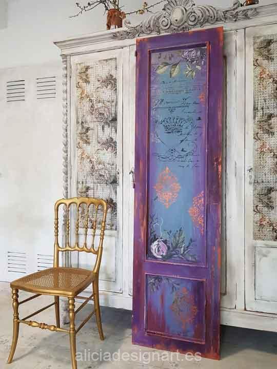 Puerta antigua decorada con flores pintadas a mano alzada - Muebles decorados a mano ...