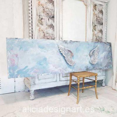 Puerta Vintage de madera decorada estilo Shabby Chic con alas de ángel en relieve - Taller de decoración de muebles antiguos Alicia Designart Madrid.