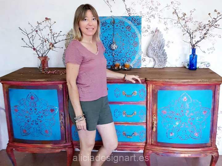 Alicia Designart artista decoradora de muebles respetuosa con el medio ambiente - Taller de decoración de muebles antiguos en Madrid