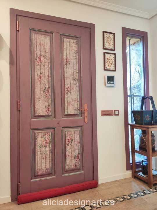 Ejemplo de puerta interior decorada con el papel de arroz Rosas sobre madera Shabby Chic de Cadence ref 888386 - Taller decoración de muebles antiguos Madrid estilo Shabby Chic, Provenzal, Rómantico, Nórdico