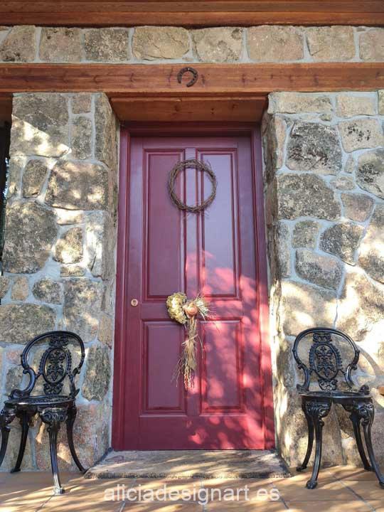 Puerta exterior pintada con pintura color rojo burdeos Hybrid de Cadence H055 - Taller decoración de muebles antiguos Madrid estilo Shabby Chic, Provenzal, Romántico, Nórdico
