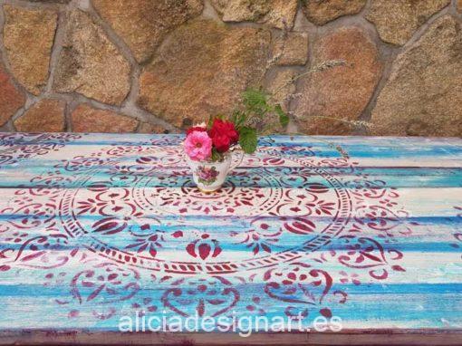 Mesa de comedor rectangular estilo Boho Chic con mandala - Taller de decoración de muebles antiguos Madrid. Muebles de colores, productos y cursos.