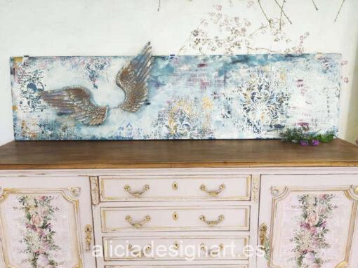 Puerta Vintage de madera decorada estilo Shabby Chic con alas de ángel 3D y stencils en relieve - Taller de decoración de muebles antiguos Alicia Designart Madrid.