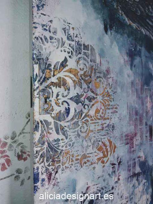 Puerta Vintage de madera decorada estilo Shabby Chic con alas de ángel y stencils en relieve - Taller de decoración de muebles antiguos Alicia Designart Madrid.