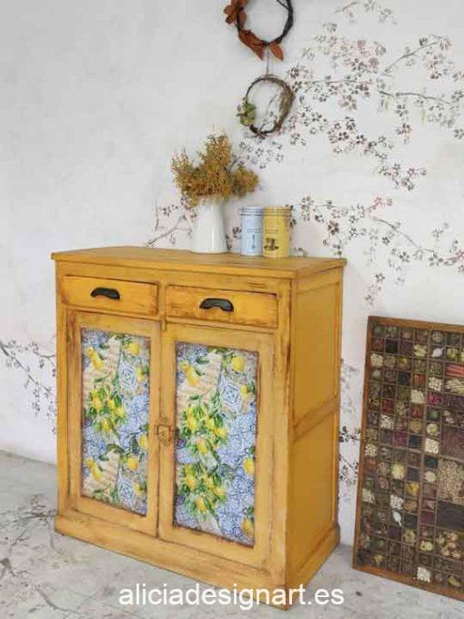 Aparador antiguo decorado estilo Campestre Provenzal ocre con découpage - Taller de decoración de muebles antiguos Alicia Designart Madrid