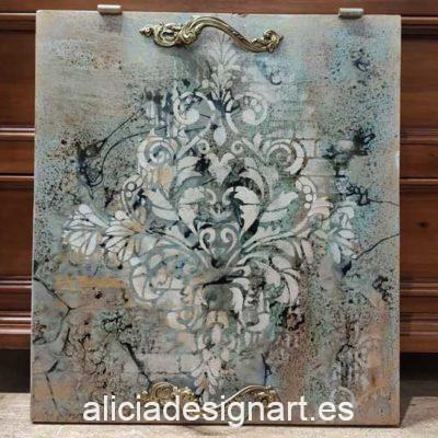 Bandeja con arabesco realizada con una puerta de madera reciclada decorada estilo boho chic - Taller decoración de muebles antiguos Madrid estilo Shabby Chic, Provenzal, Romántico, Nórdico