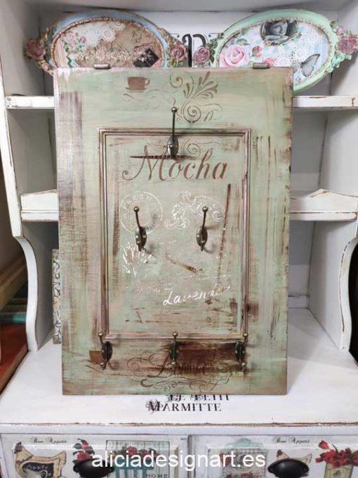 Colgador de tazas Mocha Lavender realizado con una puerta de madera reciclada decorado estilo boho chic - Taller decoración de muebles antiguos Madrid estilo Shabby Chic, Provenzal, Romántico, Nórdico