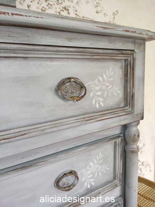 Grande cómoda antigua 5 cajones decorada estilo Shabby Chic gris envejecido - Taller de decoración de muebles antiguos Madrid. Muebles de colores, productos y cursos.