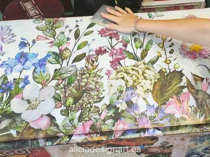 Ejemplo de utilización de papel de arroz XL gran formato sobre muebles - Taller decoración de muebles antiguos Madrid estilo Shabby Chic, Provenzal, Romántico, Nórdico