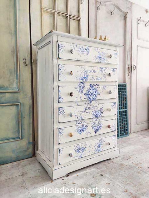 Sinfonier antiguo 6 cajones decorado estilo marinero con stencils azules - Taller de decoración de muebles antiguos Madrid. Muebles de colores, productos y cursos.