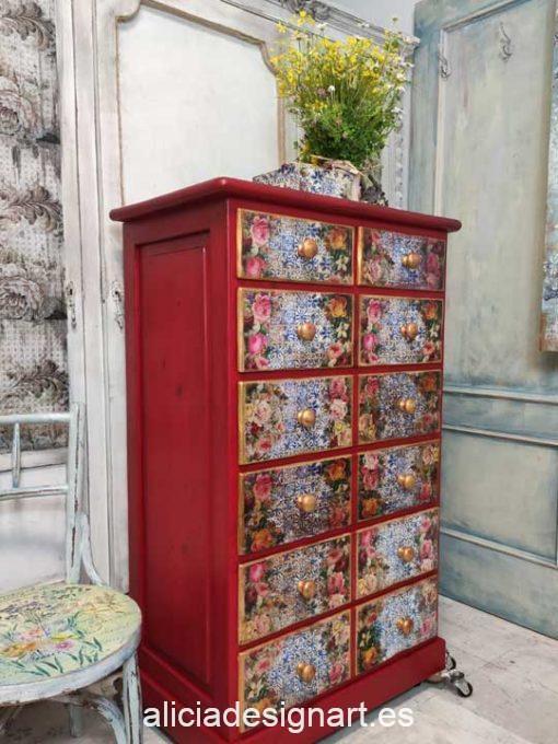 Sinfonier 7 cajones con trampantojo decorado estilo Boho con rosas y efecto envejecido - Taller de decoración de muebles antiguos Madrid. Muebles de colores, productos y cursos.