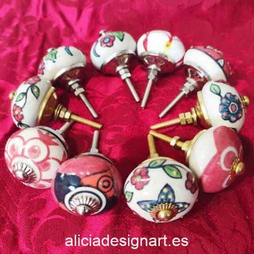 Pomos tiradores esféricos 4 cm de cerámica estilo Boho Chic rojos India - Tienda de productos de decoración en Madrid. Plantillas de stencil, papel decoupage, pintura decoración, Chalk Paint, accesorios