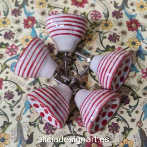 Pomos tiradores 4 cm de cerámica con lunares rojos India - Tienda de productos de decoración en Madrid. Plantillas de stencil, papel decoupage, pintura decoración, Chalk Paint, accesorios
