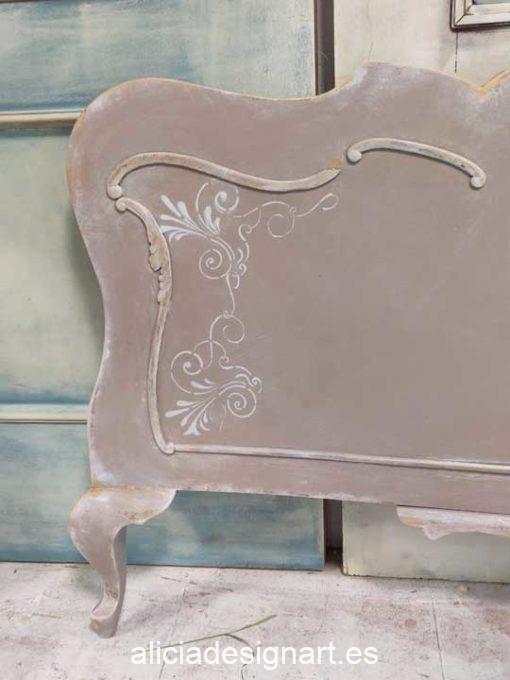 Cabecero con stencil decorado estilo romántico francés visón y blanco - Taller de decoración de muebles antiguos Alicia Designart Madrid