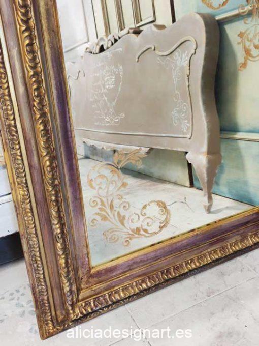Espejo rococo antiguo decorado en tonos cálidos con stencil de arabescos - Taller decoración de muebles antiguos Madrid estilo Shabby Chic, Provenzal, Romántico, Nórdico