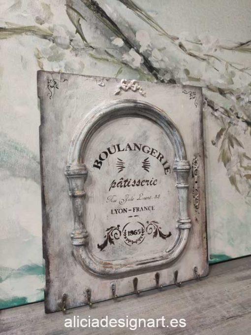 Puerta cuadro decorada estilo shabby chic con stencil - Taller decoración de muebles antiguos Alicia Designart Madrid.
