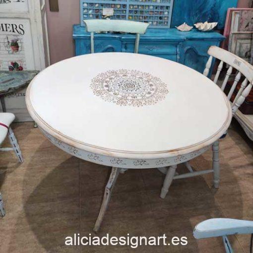 Mesa de comedor redonda estilo Shabby Chic blanca con mandala dorado - Taller de decoración de muebles antiguos Madrid. Muebles de colores, productos y cursos.
