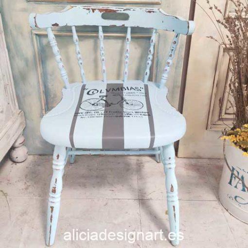 Silla Windsor vintage estilo Shabby Vintage color azul pastel y franjas grises con stencil - Taller de decoración de muebles antiguos Madrid estilo Shabby Chic, Provenzal, Romántico, Nórdico