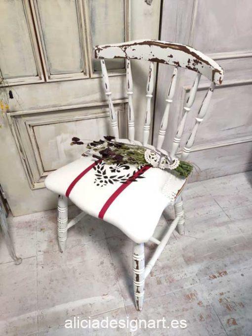 Silla Windsor vintage estilo farmhouse color blanco y franjas rojas con stencil - Taller de decoración de muebles antiguos Madrid estilo Shabby Chic, Provenzal, Romántico, Nórdico
