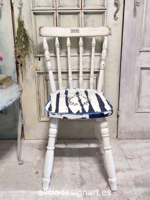 Silla Windsor vintage estilo farmhouse color blanco y azul con stencil - Taller de decoración de muebles antiguos Madrid estilo Shabby Chic, Provenzal, Romántico, Nórdico