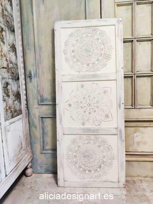Cabecero con mandala decorado estilo Boho Chic Vintage blanco - Taller de decoración de muebles antiguos Alicia Designart Madrid