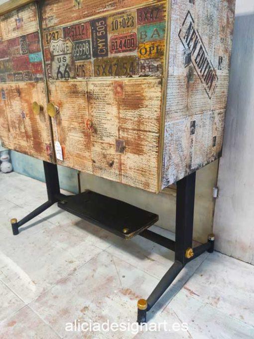 Mueble bar vintage midcentury años 50 decorado con stencil y découpage - Taller de decoración de muebles antiguos Alicia Designart Madrid
