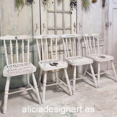 Lote de 4 sillas Windsor vintage estilo farmhouse color blanco con stencil - Taller de decoración de muebles antiguos Madrid estilo Shabby Chic, Provenzal, Romántico, Nórdico