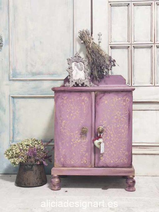 Mesita antigua romántica decorada con morado y dorado - Taller de decoración de muebles antiguos Madrid. Muebles de colores, productos de decoración y cursos.