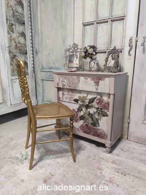 Cómoda pequeña antigua decorada estilo romántico con stencils y découpage - Taller de decoración de muebles antiguos Madrid. Muebles de colores, productos y cursos.