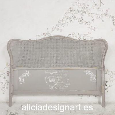 Cabecero doble antiguo de madera maciza y rejilla decorado por encargo - Taller de decoración de muebles antiguos Madrid. Muebles de colores, productos de decoración y cursos.