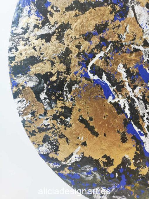 Cuadro decorativo Oro Azul, realizado con pouring, espátula y pan de oro sobre lienzo redondo - Taller de decoración de muebles antiguos Madrid estilo Shabby Chic, Provenzal, Romántico, Nórdico