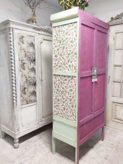 Armario de madera maciza Adèle con espejo frontal decorado estilo Shabby en verde - Taller de decoración de muebles antiguos Madrid. Muebles de colores, productos y cursos.