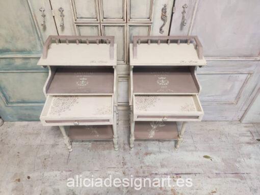 Mesillas de noche Lavanda, de madera maciza, restauradas y decoradas por Ana y Alicia Art - Taller de decoración de muebles antiguos Madrid. Muebles de colores, productos y cursos.