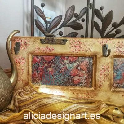 Puerta antigua de pino macizo reciclada en perchero Tuareg, colorido y exótico, por Anabel - Taller de decoración de muebles antiguos Madrid. Muebles de colores, productos y cursos.
