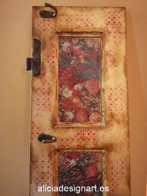 Puerta antigua de pino macizo reciclada en perchero Tuareg, colorido y exótico, por CascaBel - Taller de decoración de muebles antiguos Madrid. Muebles de colores, productos y cursos.