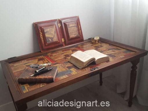 Pareja de cuadritos decorativos realizados con una puerta antigua recuperada y decorada, por Pintando Sueños - Taller de decoración de muebles antiguos Madrid. Muebles de colores, productos y cursos.