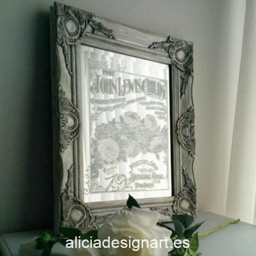 Espejo decorativo de pared, decorado estilo Shabby Chic, por Pintando Sueños - Taller de decoración de muebles antiguos Madrid. Muebles de colores, productos y cursos.